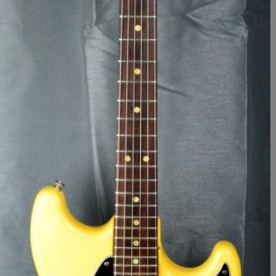 VENDUE... FENDER Mustang White 1978 USA import *OCCASION*